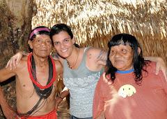 Andrea com Cacique Surui e sua esposa.