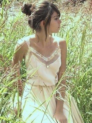 קשת בשמלת כלה בנגיעות וינטג'