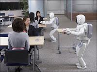 Travail coordonné des deux nouveax robots ASIMO de Honda. Document Honda Motor Corp.