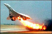 Crash du Concorde 203 BTSC au départ de Paris vers New York le 25 juillet 2000, 60 secondes après le décollage. Les 100 passagers et les 9 membres d'équipages seront tués dans l'accident ainsi que 4 personnes qui résidaient dans l'hôtel sur lequel s'est écrasé l'avion supersonique.