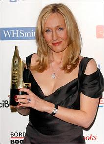 Joanne K.Rowling, auteur de la série Harry Potter, récompensée par le British Book Award le 30 mars 2006.