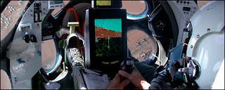 Vue intérieure du cockpit du vaisseau White Knight. Il est identique à celui du vaisseau SpaceShipOne. SpaceShipOne est un projet imaginé par Paul G. Allen qui devrait être commercialisé par Virgin Galactic, la société de Richard Branson. Document Mojave Aerospace Venture/ scaled Composites.