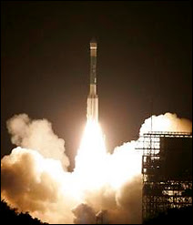 Décollage de la fusée Delta II emportant la sonde spatiale Phoenix vers Mars.
