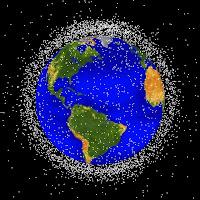 Plus de 7000 débris sont représentés sur cette image. Ils se concentrent sur des orbites situés à 800 et 1500 km d'altitude. Document NASA/JSC.