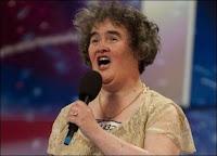 Susan Boyle lors de sa prestation à l'émission Britain's Got Talent le 11 avril 2009. Document UnrealityTV.