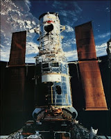 Maintenance de Hubble en 1993. Document NASA.