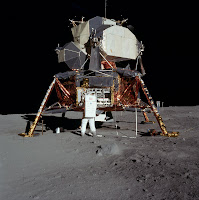 Buzz Aldrin devant le LEM d'Apollo 11 le 21 juillet 1969. Document NASA.
