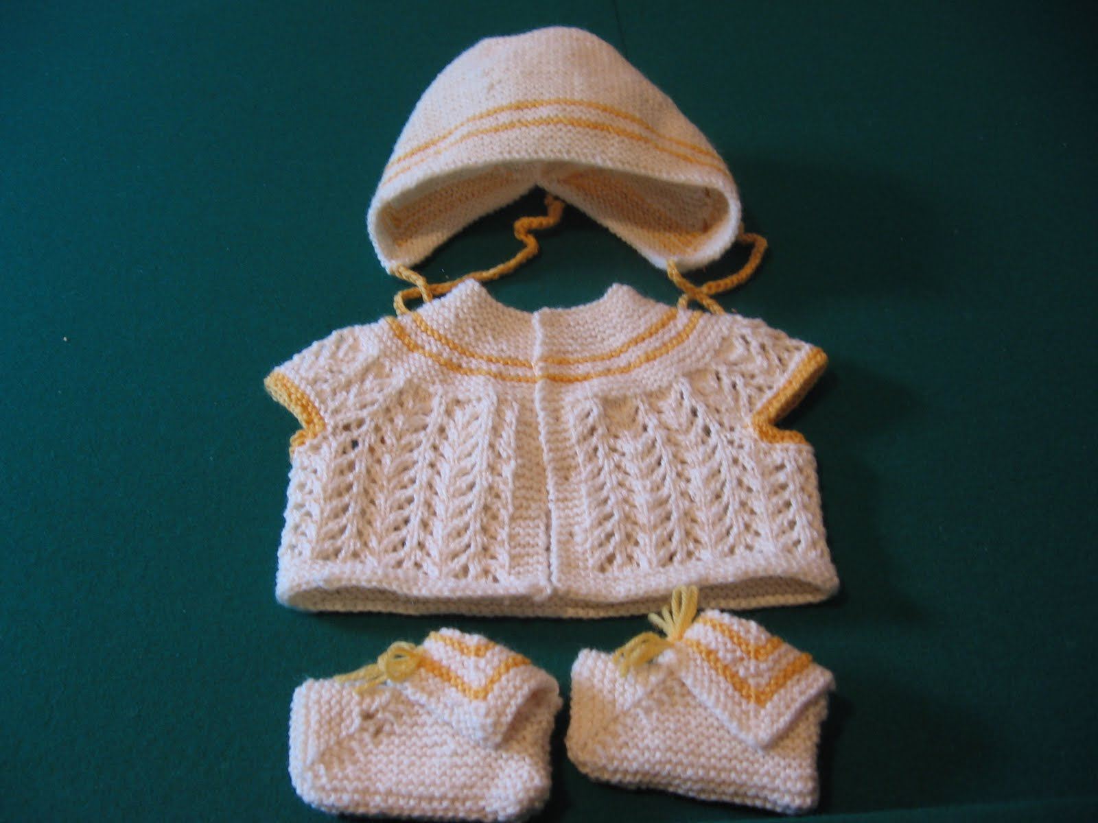 Knitting Slippers For Dummies : Brenda knits the baby trilogy