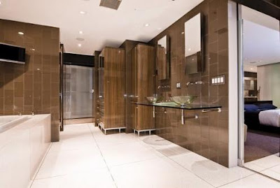 Bachelor+Bathroom