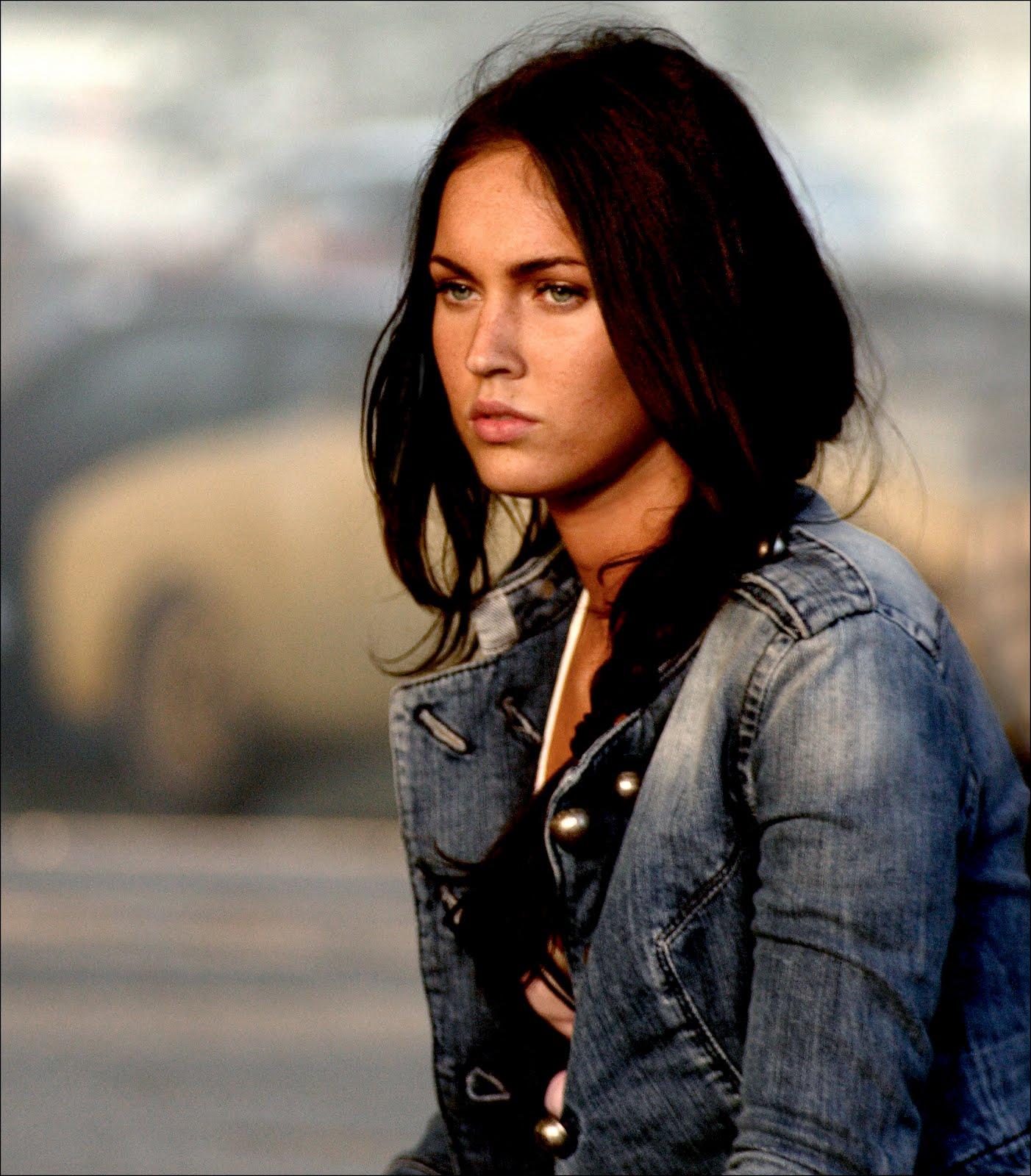 http://4.bp.blogspot.com/_GCAuqodmOE4/TGNsQQWBB7I/AAAAAAAABNE/6CEg7SYOn2k/s1600/Megan_Fox__more_Transformers_stills0002.jpg