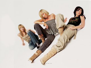 FAMOUS EUROPE POP GIRLS: ATOMIC KITTEN PIC
