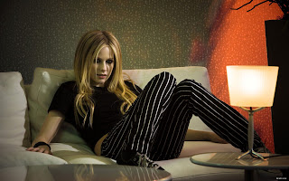 CANADIAN SINGER-ACTRESS AVRIL LAVIGNE BLACK DRESS PHOTO SHOOT