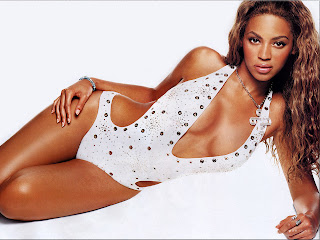 AMERICAN POP/R&B SINGER-ACTRESS: BEYONCE MODELING WALLPAPER