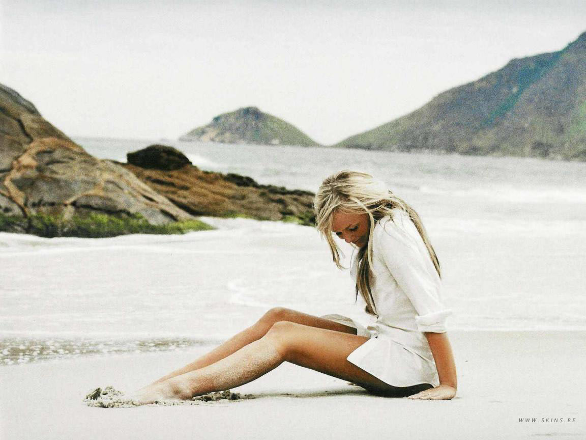 emma bunton beach