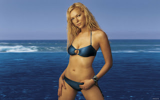 Laura Prepon Bikini Photo Shoots At Beach