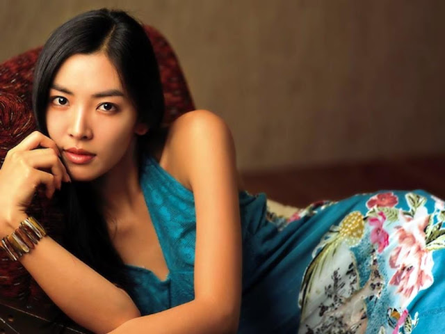 South Korean Actress Kim So-yeon Hot Pics