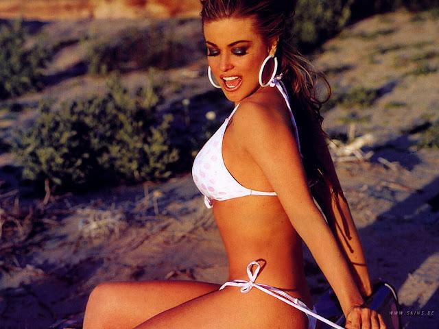 Hot Carmen Electra Modeling In Sexy Bikini