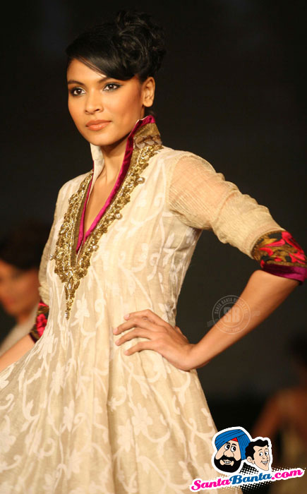 Hot Indian Super Models Walk at 'The Ramp Manish Show'