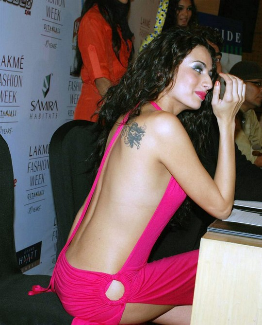 Pia Trivedi Nude Picture From Back In Hot Pink Dress