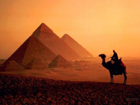 WHO BUILT THE EGYPTIAN PYRAMIDS? During the last three decades,