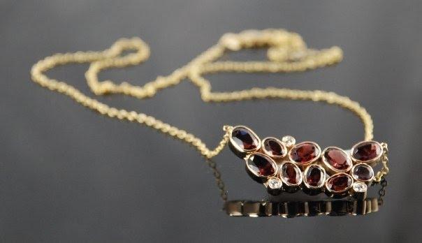 natalie portman julia roberts necklace. Natalie Portman,