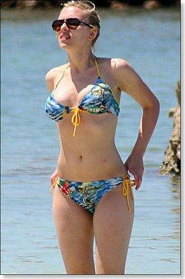 Scarlett Johansson sexy bikini 2011