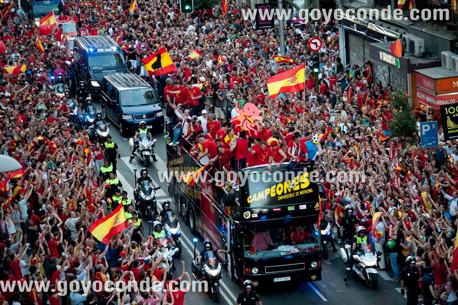 Espa a campeona del mundo de futbol 2010 goyo conde - Tarimas del mundo madrid ...