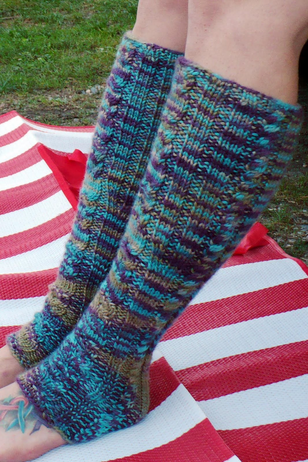 Welcome to the Knitosphere: Civetta Legwarmers - FREE PATTERN