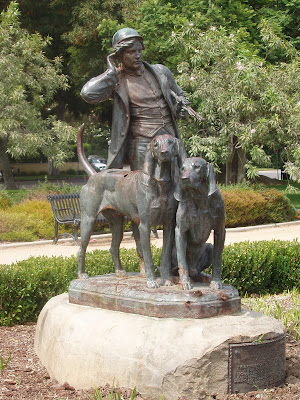 Hunter and Hounds sculpture in Beverly Gardens Park by Henri Jacquemat