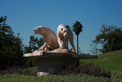La Brea Museum statues