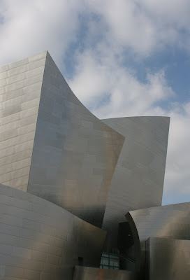 Dramatic architecture of the Walt Disney Concert Hall
