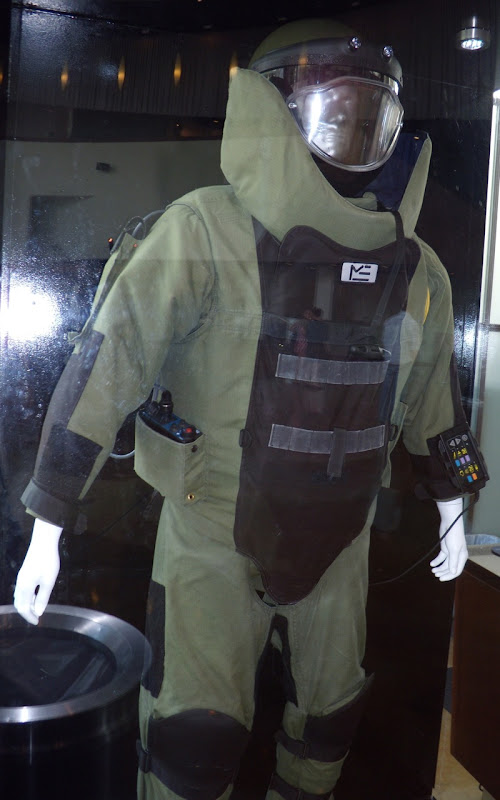 The Hurt Locker body armour bomb suit movie costume