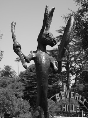 The Drummer sculpture in mono at Beverly Gardens Park
