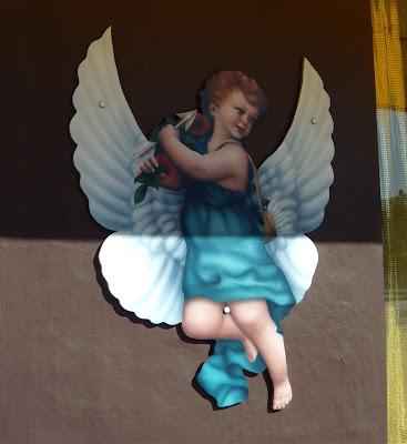 Gaco Chicano cupid sign