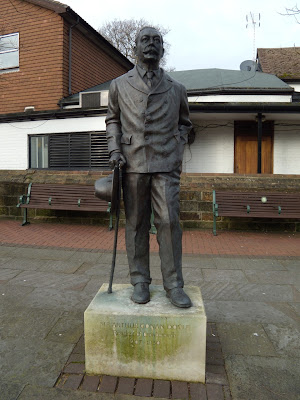 Sir Arthur Conan Doyle Crowborough statue