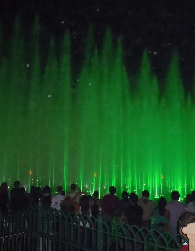 Disneyland World of Color fountains