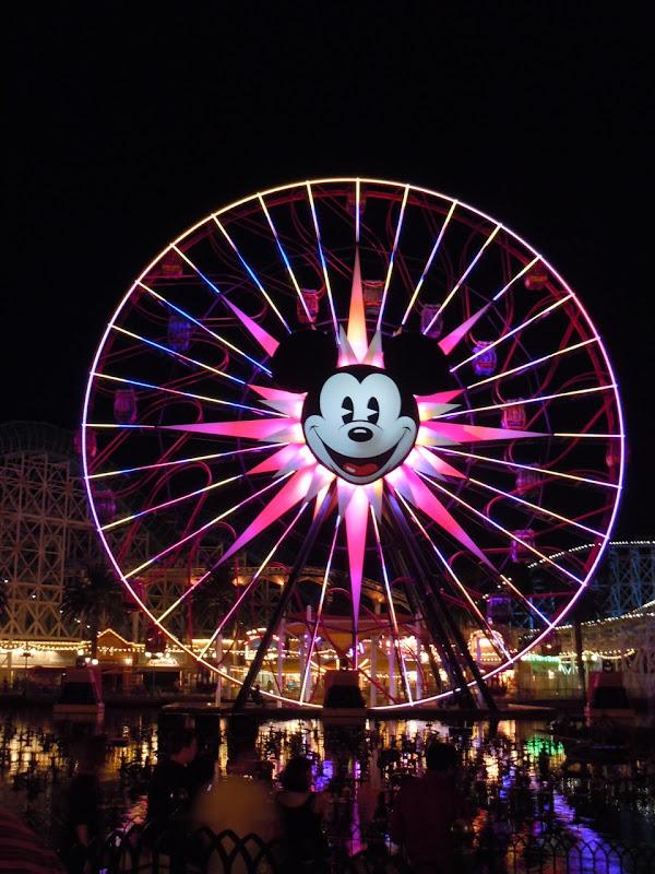 Mickey's Fun Wheel illuminated