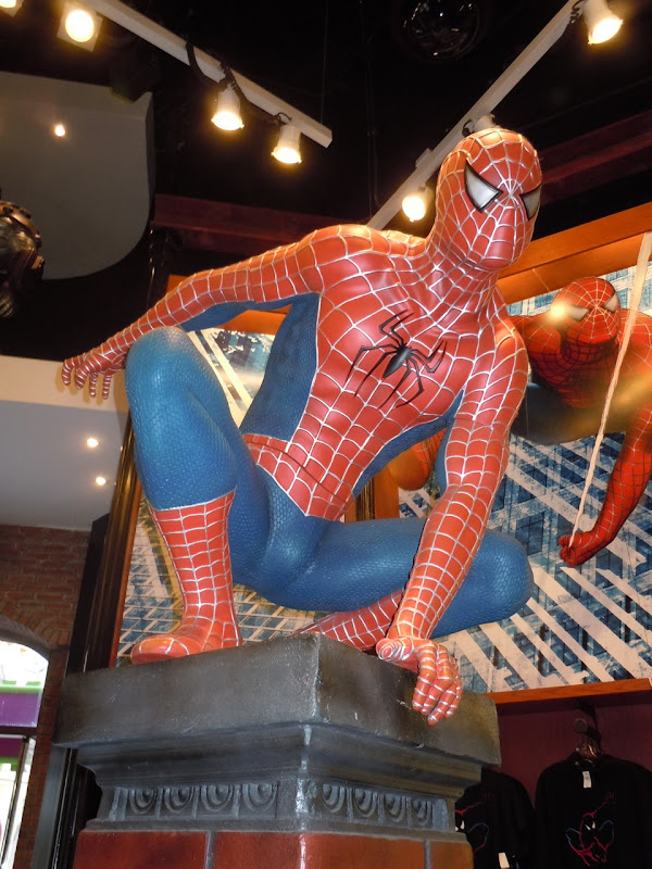 Spider-man statue Universal Studios