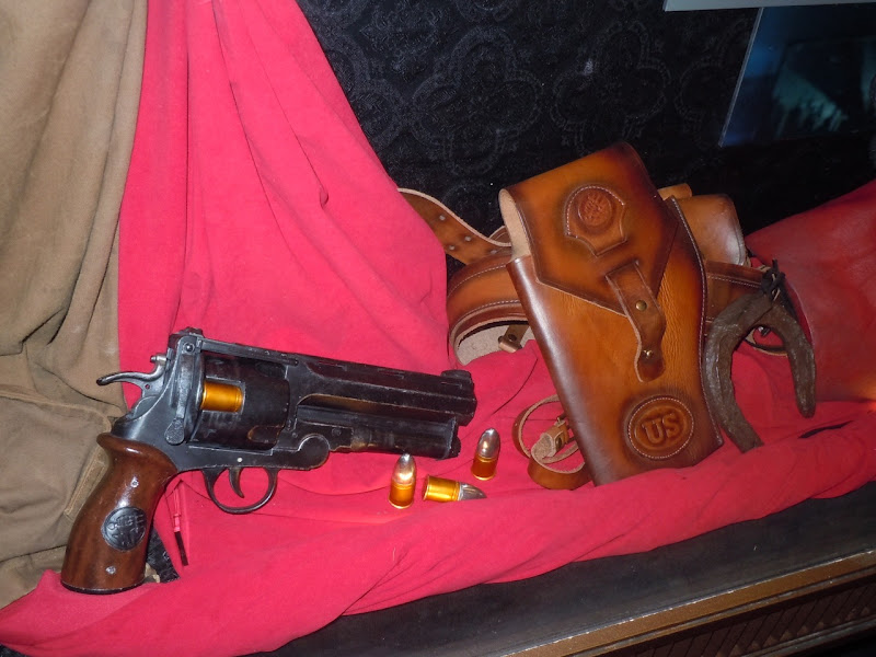 Hellboy II gun props