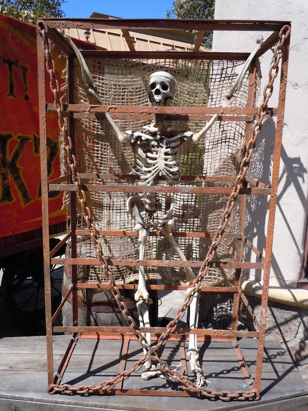 Universal Studios Halloween caged skeleton