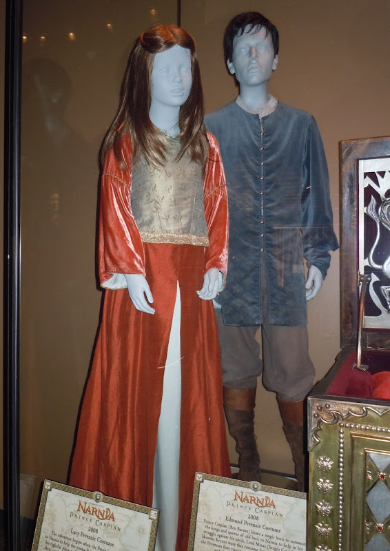 Lucy and Edmund Pevensie Narnia movie costumes