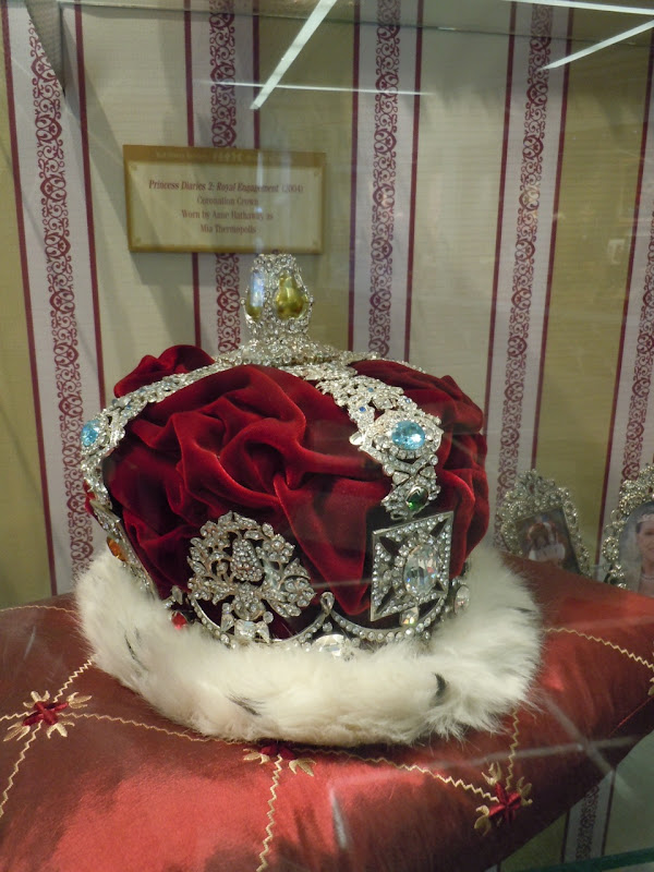 Anne Hathaway Princess Diaries crown