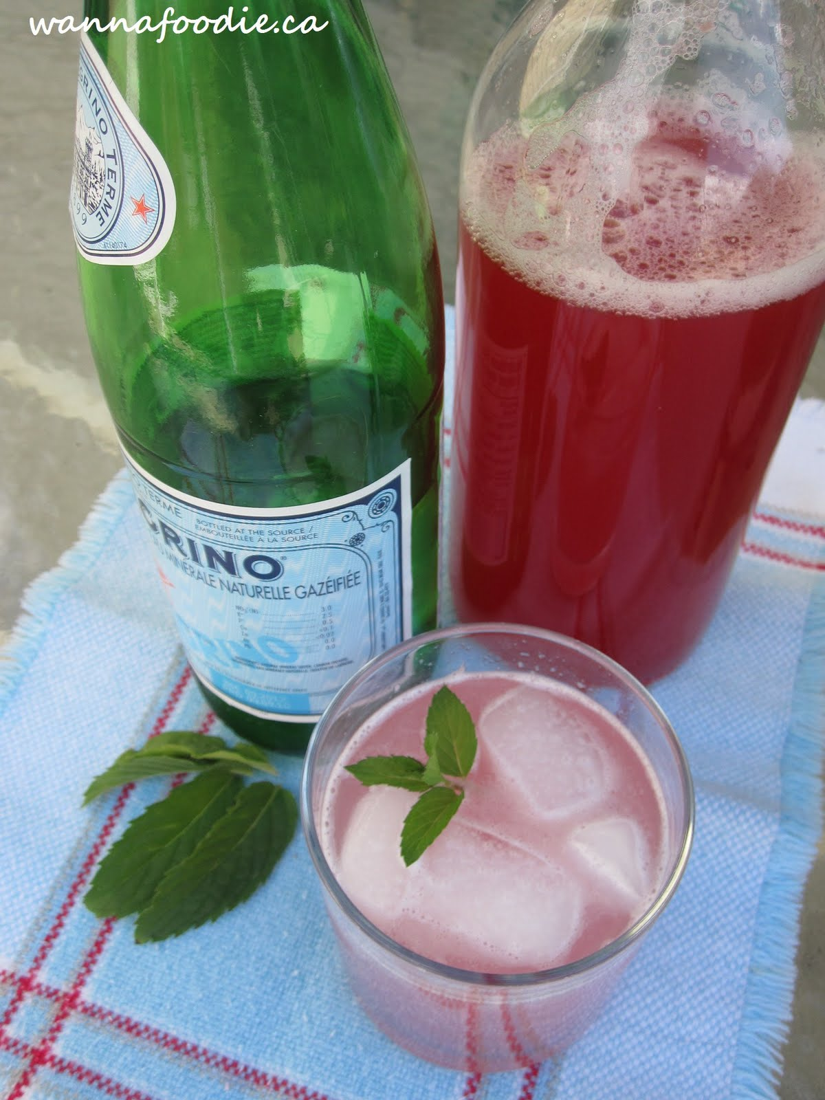 wannafoodie.ca: Rhubarb Raspberry Syrup