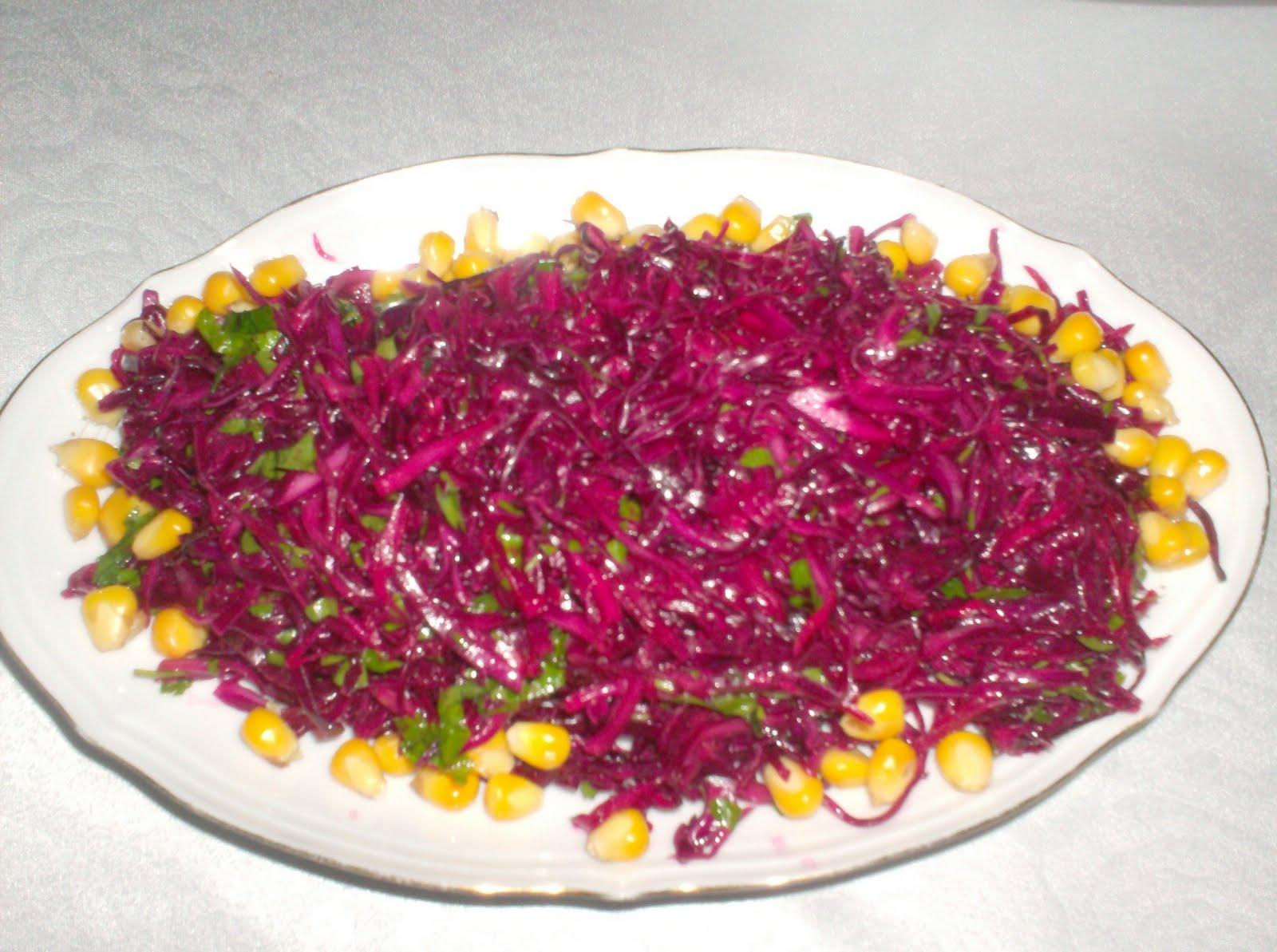 Kızılcık ile lahana salatası tarifi 34