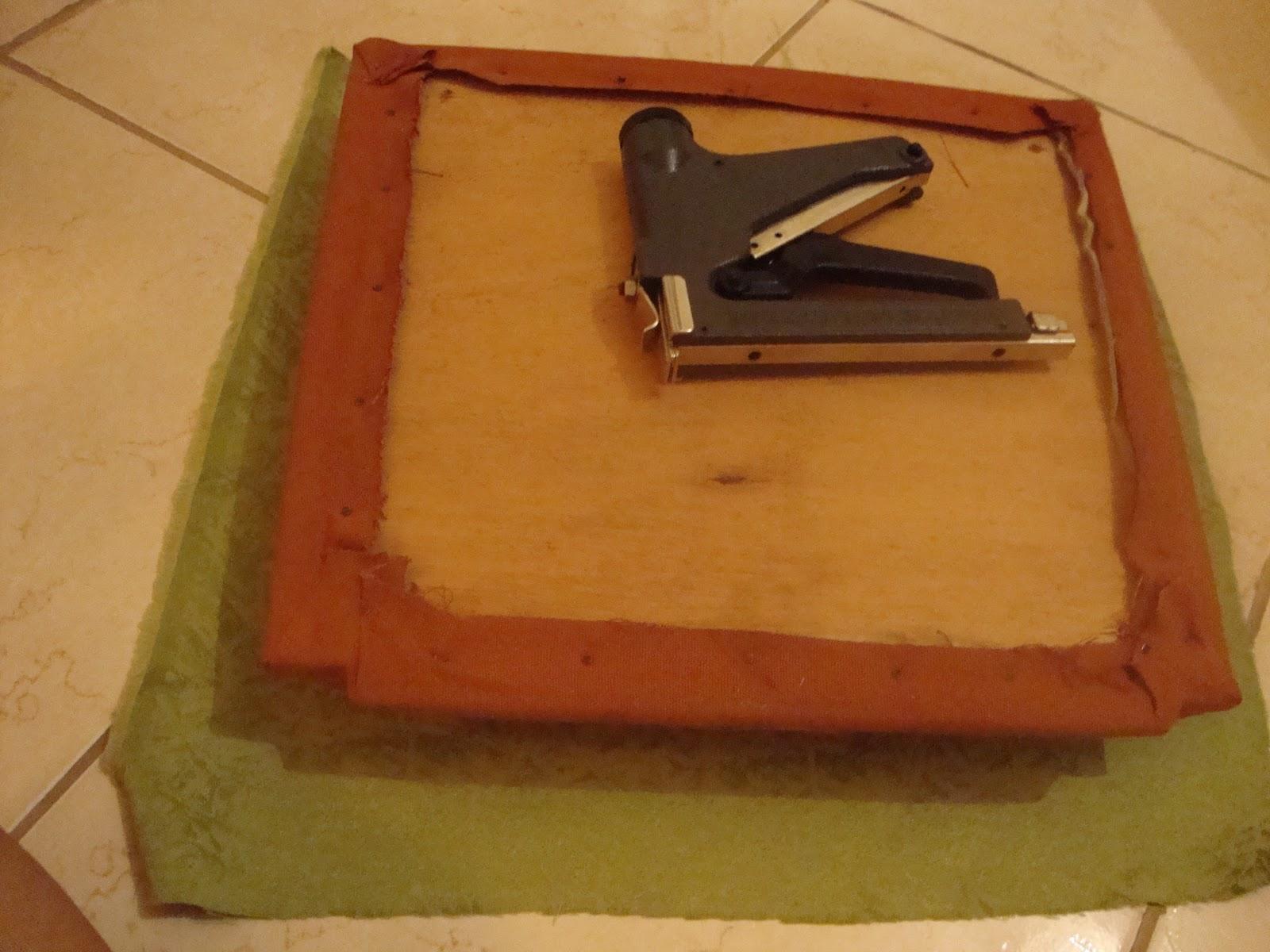 para forrar 6 cadeiras utilizei 1 5 metros de tecido e o grampeador de #B57116 1600x1200