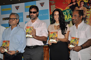 Sanjay Mishra  Rajat Kapoor Neha Dhupia producer Ashok Pandey at DVD launch of Phas gaye  by Eagle Home Entertainment