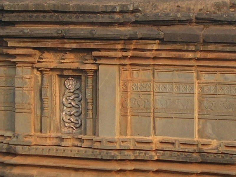 [Devgaon+Kamalanarayana+Temple+01a.jpg]