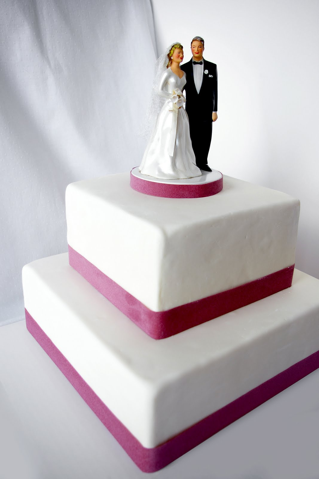 these peas are hollow my first and hopefully not last wedding cake. Black Bedroom Furniture Sets. Home Design Ideas