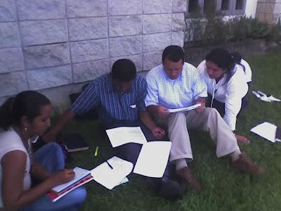 ... , Los docentes y directivos al proceso de evaluacion de competencias