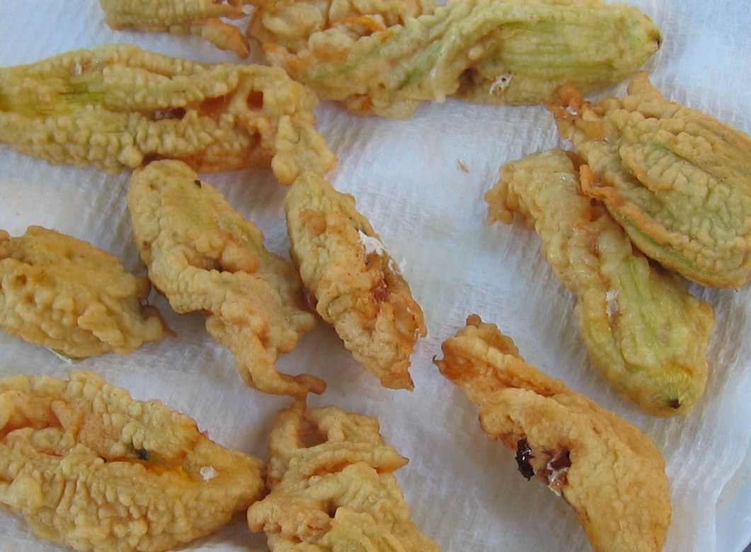 [fried+zucchini+flowers+July+2005_.jpg]
